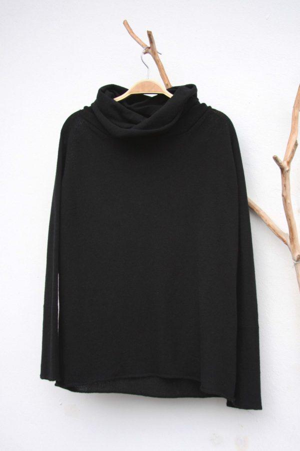 amonknitwear_batsleeveturtle_black